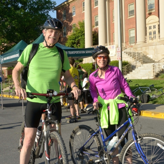 People with their bikes at NIH
